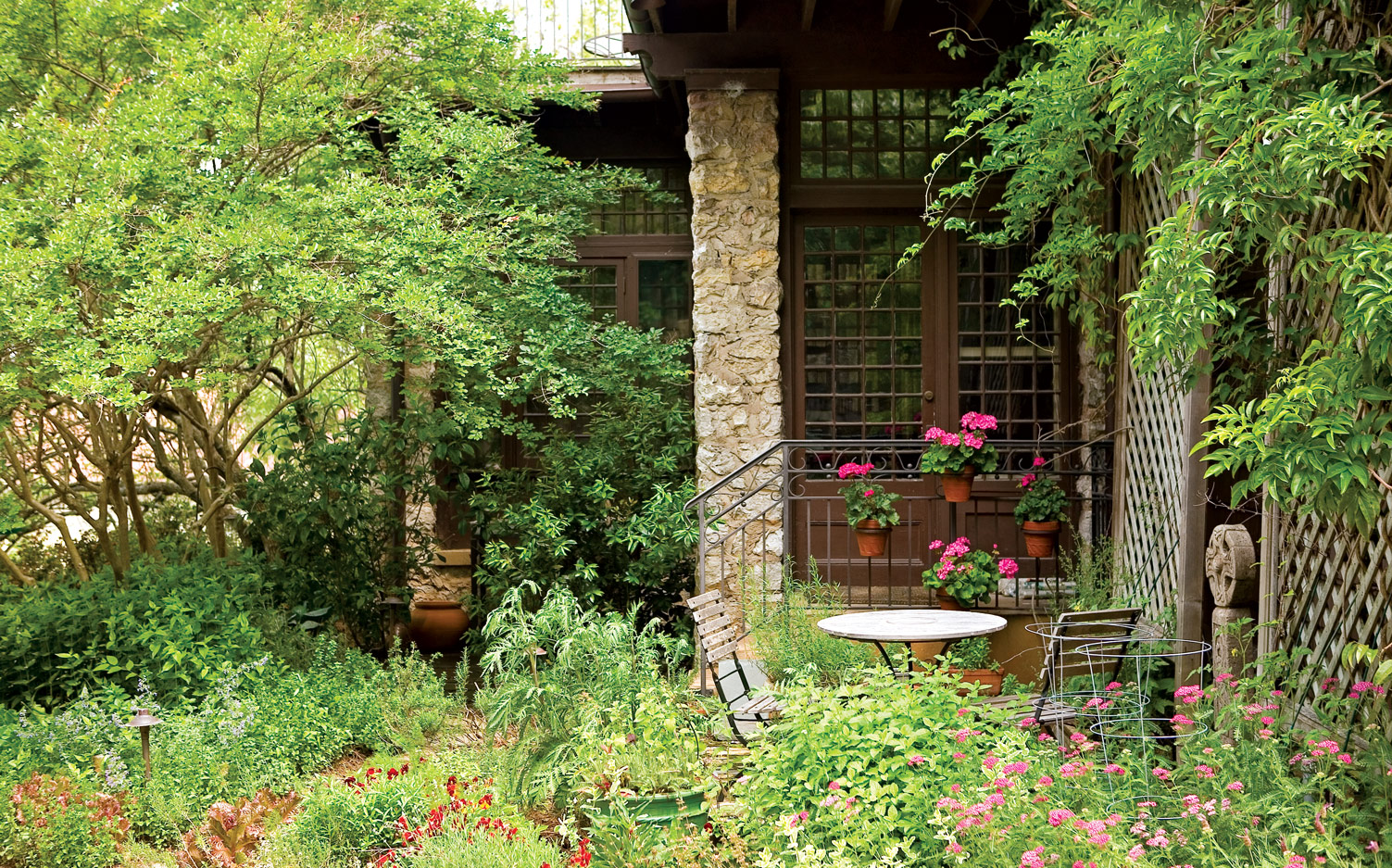 5 Tips For Comfortable And Elegant Outdoor Living