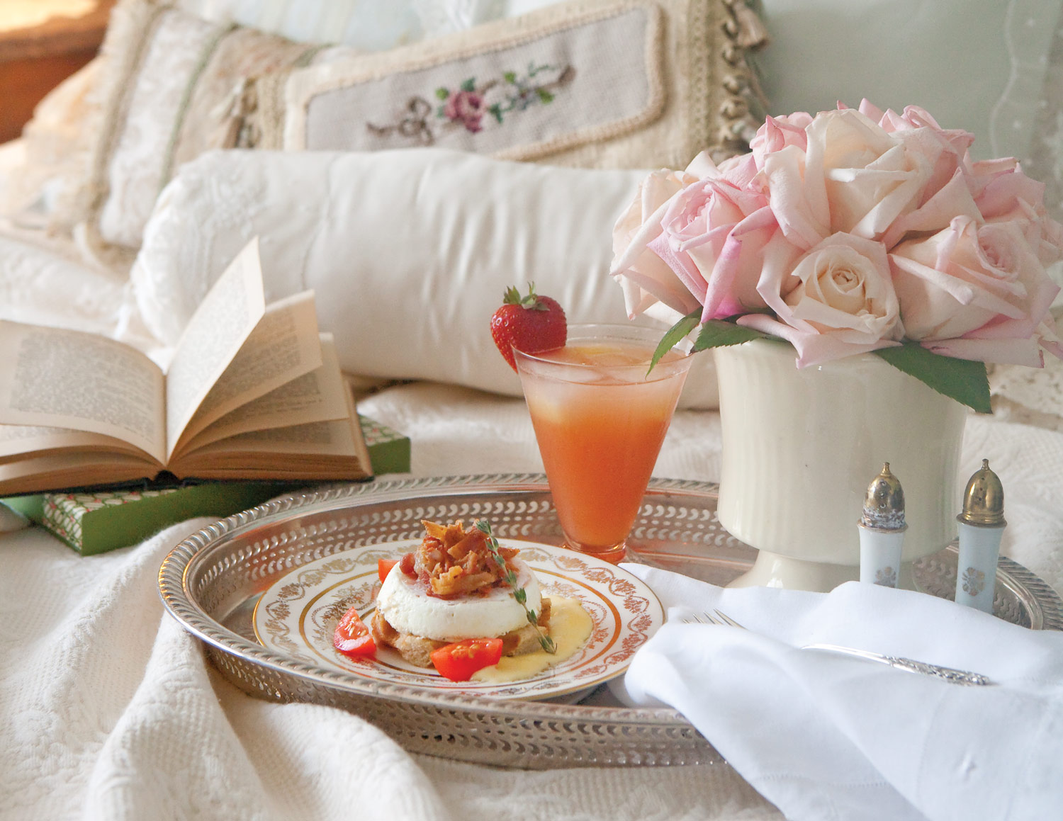 Serve mom breakfast in bed this mother 39 s day for Good ideas for mother s day breakfast in bed