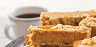 A picture of Pumpkin-Streusel Pie Bars