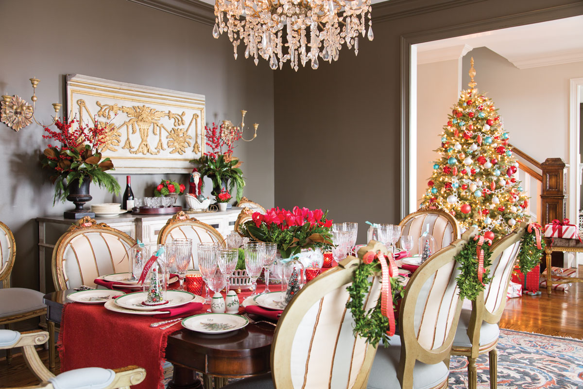 A picture of a home decorated for a Christmas holiday meal