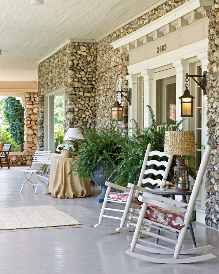 Eight tips for outdoor living southern lady magazine for Outdoor living magazine