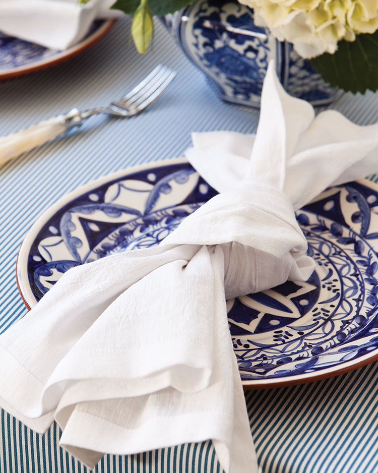 Spring entertaining ideas, napkin knot