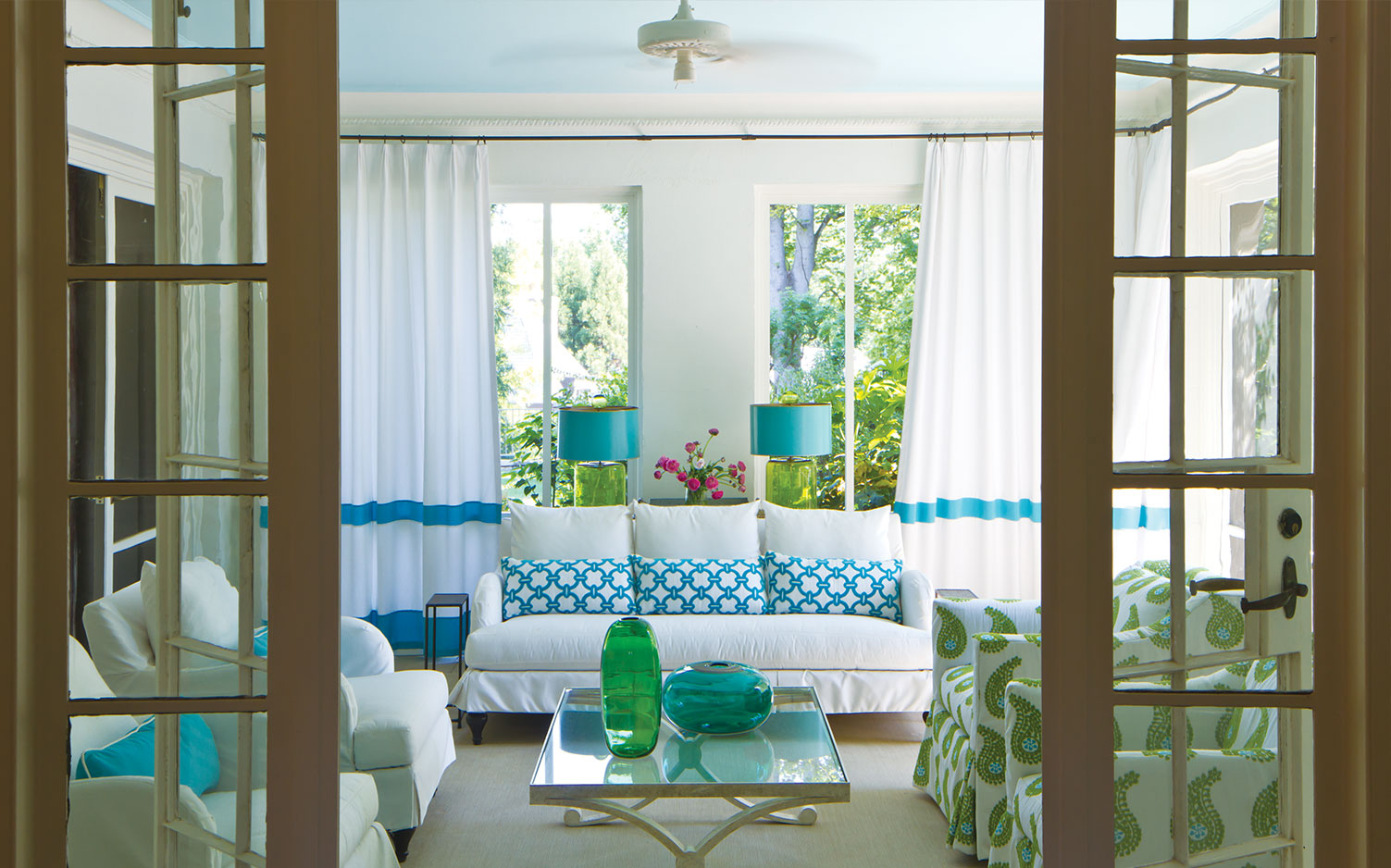 Beautiful Blue and White Rooms