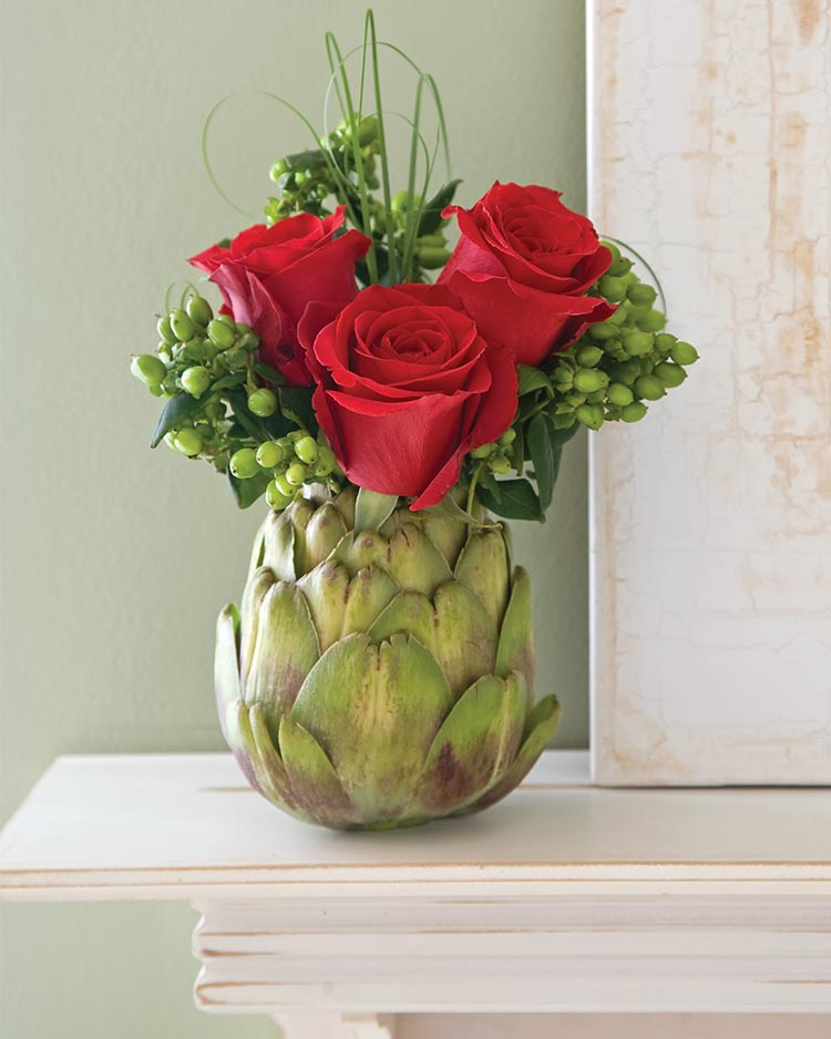 Creative flower arrangements roses for Small rose flower arrangement