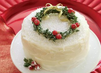 Cranberry Lime Petite Cakes with DIY Miniature Thyme Wreaths