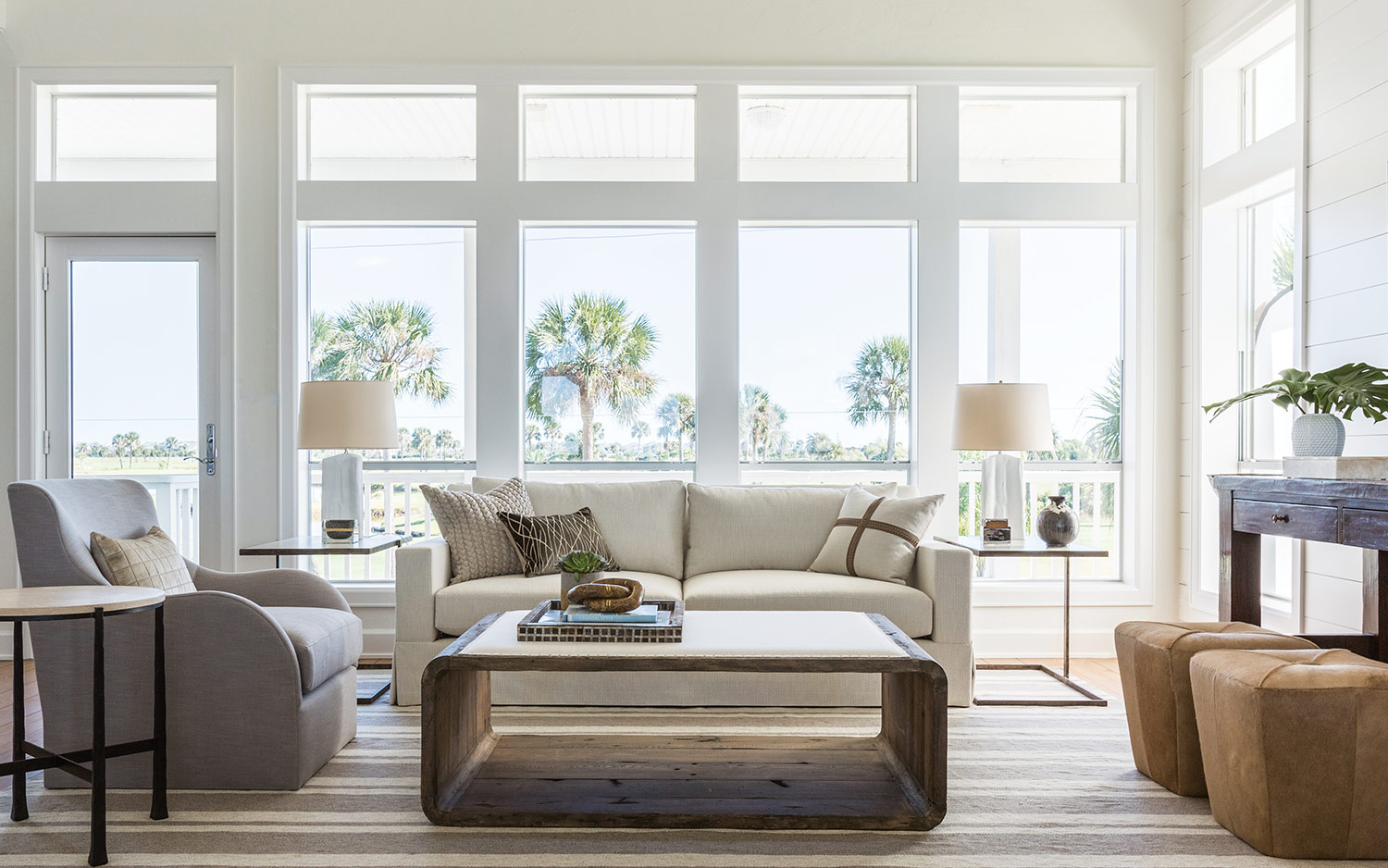 AT HOME ON THE COAST Author : BY Ashley Shaw Introduction : TEAMING UP WITH A CELEBRATED LOCAL DESIGNER, TEXAS HOMEOWNERS RENOVATE THEIR COASTAL HOUSE TO REFLECT THEIR MODERN STYLE AND LOVE OF GATHERING WITH FAMILY.