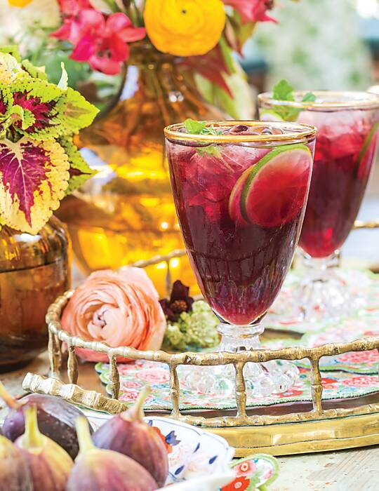 Red Wine Spritzer with Figs and Lime